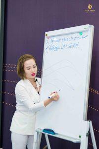 Giảng viên Thu Trang – người có nhiều năm kinh nghiệm trong nghề làm đẹp