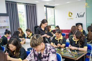Khóa học nail chuyên nghiệp là lựa chọn của nhiều bạn trẻ hiện nay