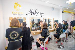 Giá khóa học makeup hiện nay khác nhau ở từng nội dung